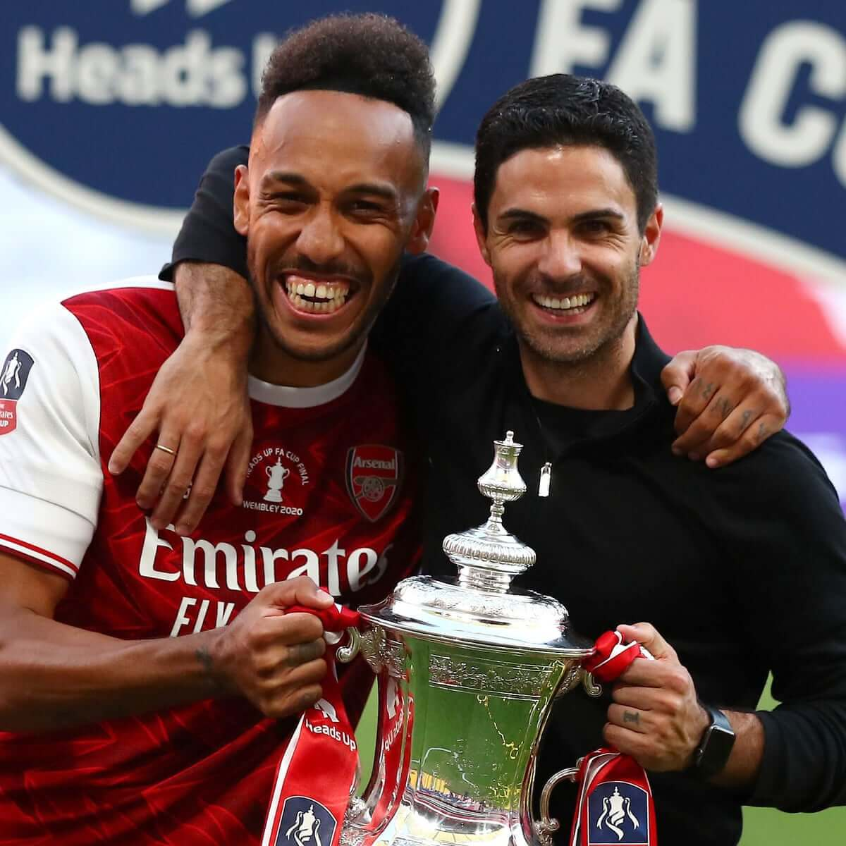 Aubameyang poses with the fa cup trophy and arteta