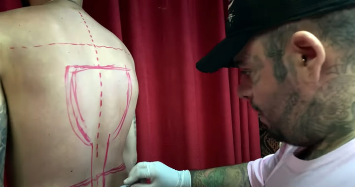 Beyond The Skin: The daily life at Náutica Tattoo on You Tube!