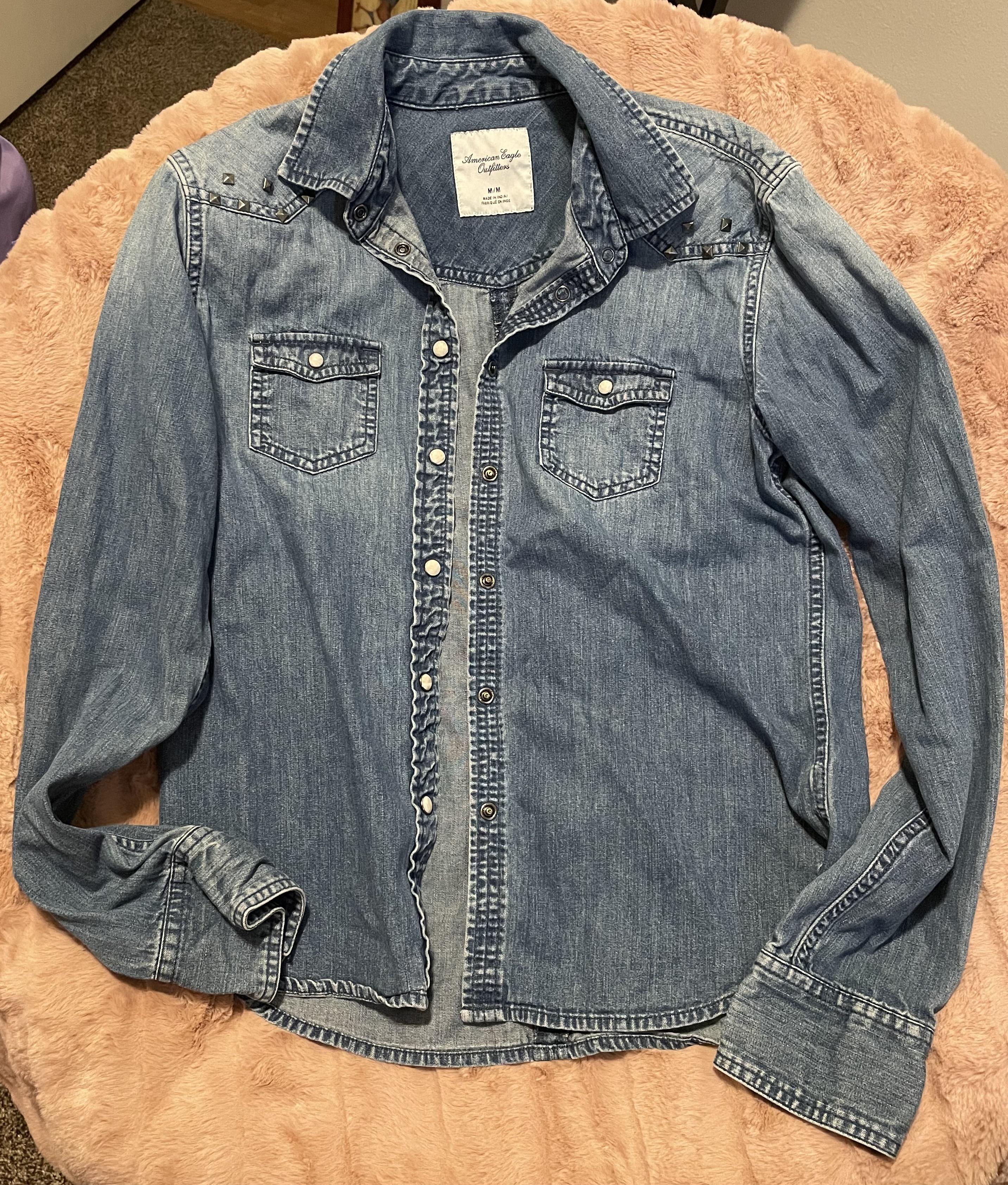 American Eagle Denim Shacket   Medium Wash Jean Jacket   Metal Stud Detailing On Shoulders  Women's Medium Long Sleeve Shirt