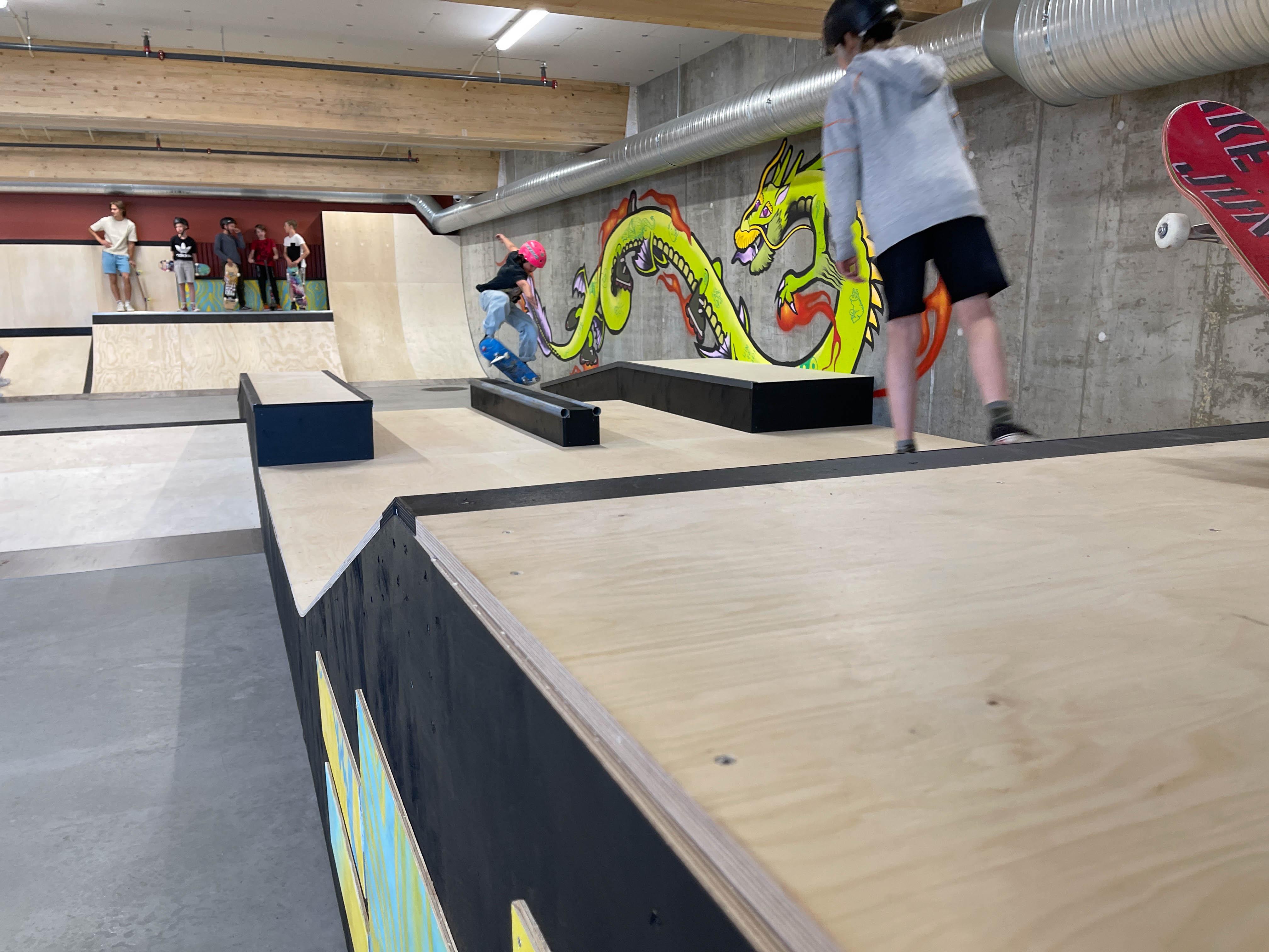Bilde av skateanlegget innendørs