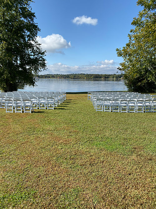 Rock castle Lakeview with chairs