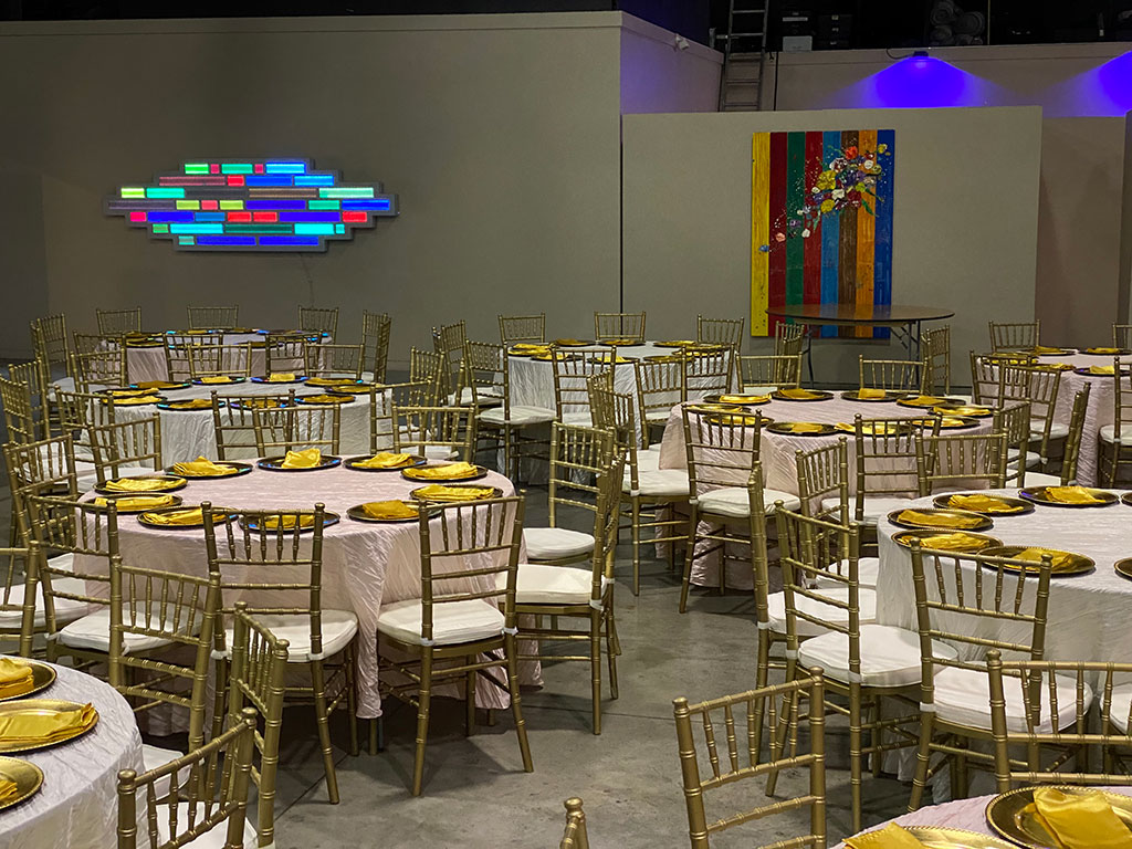 gold chiavari chairs at oz