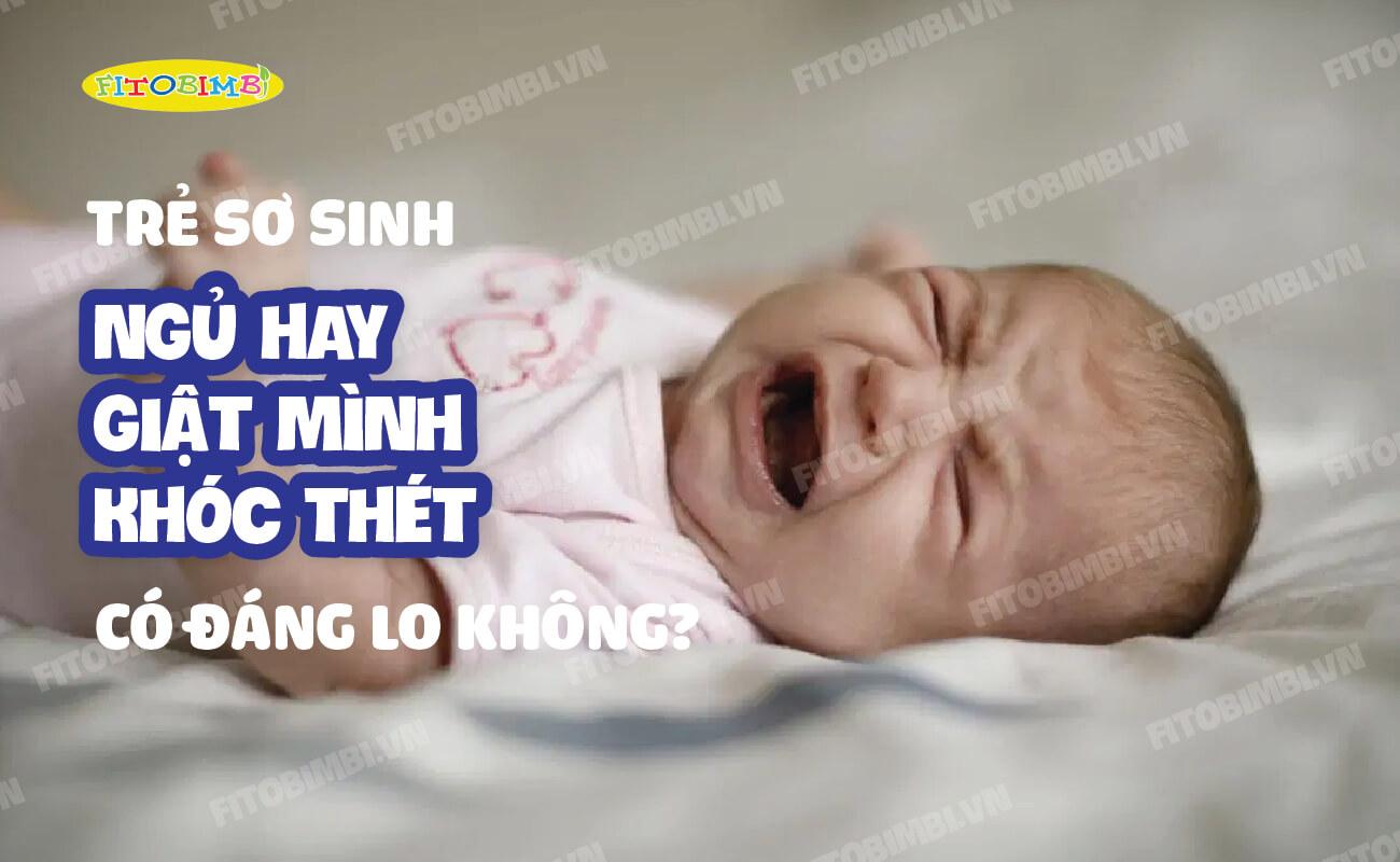 trẻ sơ sinh ngủ hay giật mình khóc thét