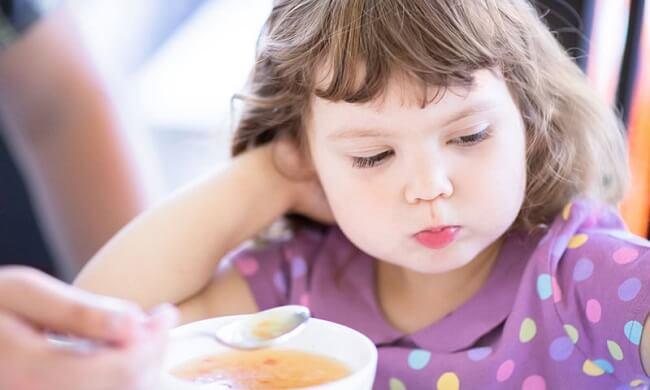 Biếng ăn gây ra rối loạn tâm sinh lý của trẻ.