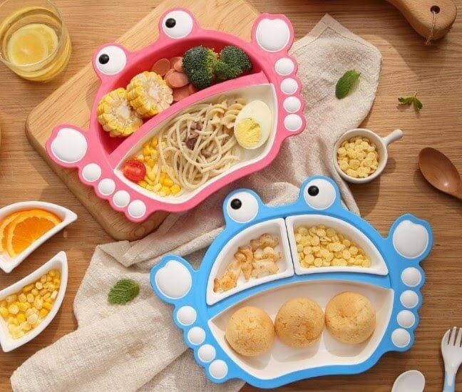 Dụng cụ ăn dặm sắc màu, dễ thương sẽ làm bé thích thú khi ăn.
