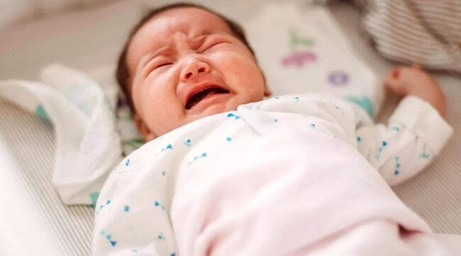 Trẻ quấy khóc đêm do đói bụng