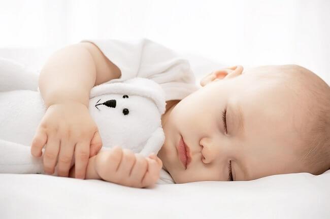 Nguyên nhân bé mê ngủ không chịu bú