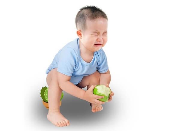 Táo bón ở trẻ là tình trạng trẻ đi đại tiện phân khô, cứng