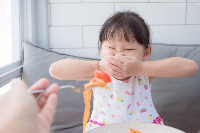 Hậu quả táo bón kéo dài sẽ khiến trẻ biếng ăn