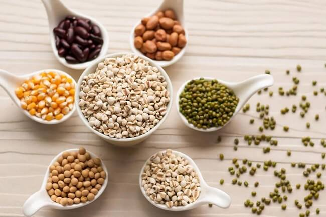 Một số loại đậu cung cấp chất xơ giúp giảm táo bón ở trẻ.