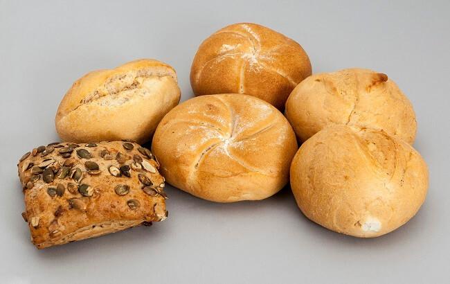 Hãy ngừng cho bé ăn bánh mì ngọt trong thời gian bị táo bón nhé!
