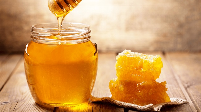 Dùng mật ong trị trẻ 2 tuổi bị táo bón hiệu quả