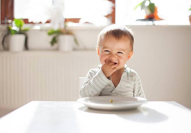 trẻ 1 tuổi ăn vào bị nôn