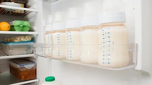Cách ủ sữa mẹ để ngăn mát
