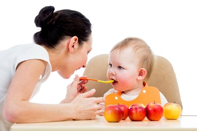 Mẹo trị sốt mọc răng cho bé