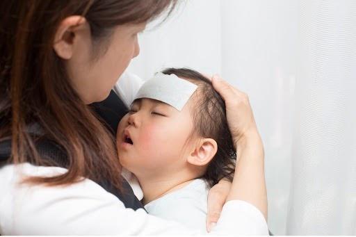 Chườm hạ sốt cho trẻ