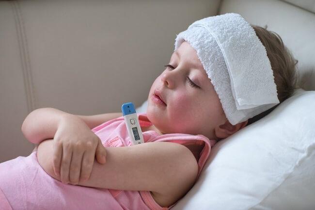 Dùng thuốc hạ sốt nào tốt cho trẻ?