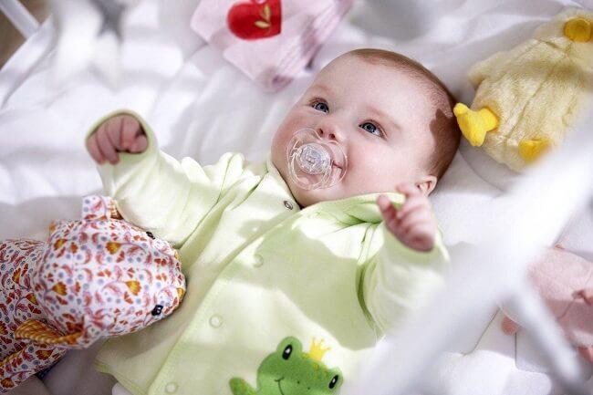 Đồ sơ sinh cần mua cho bé vào mùa thu