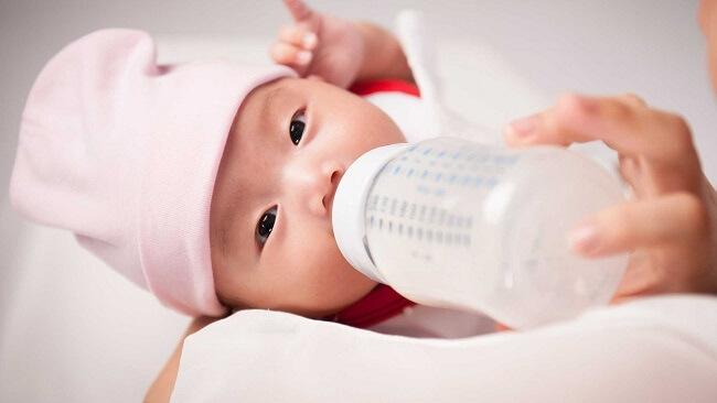 Đồ dùng ăn uống cho trẻ sơ sinh