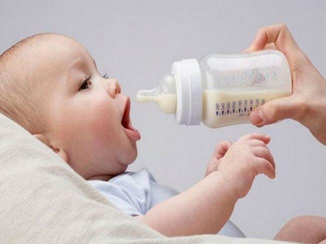 Sữa mẹ rã đông có mùi lạ
