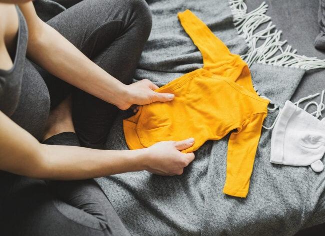 Chuẩn bị quần áo cho bé khi đi sinh