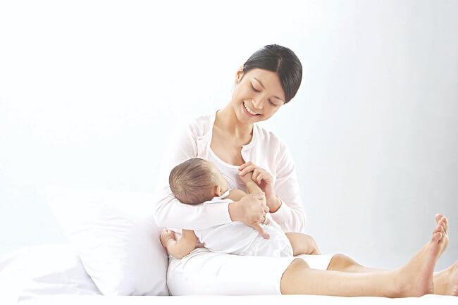 Sữa mẹ giàu dưỡng chất DHA