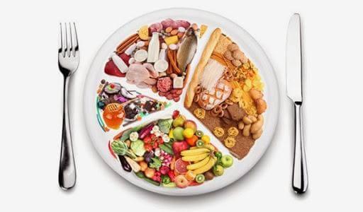 Thực đơn cho bé cần đầy đủ 4 nhóm chất dinh dưỡng