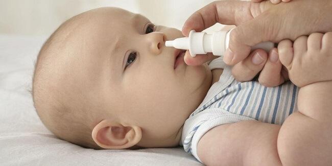 Rửa mũi sẽ giúp làm loãng dịch đờm dễ dàng