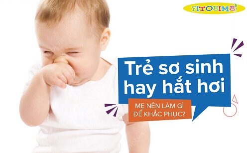 trẻ sơ sinh hay hắt hơi