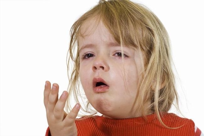 Trẻ bị ho, sổ mũi khó thở là một triệu chứng điển hình của các bệnh đường hô hấp