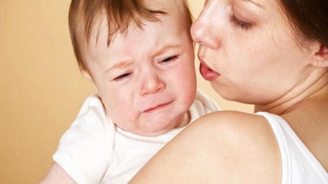 Khi bé có biểu hiện bất thường cần đưa ngay tới bác sĩ