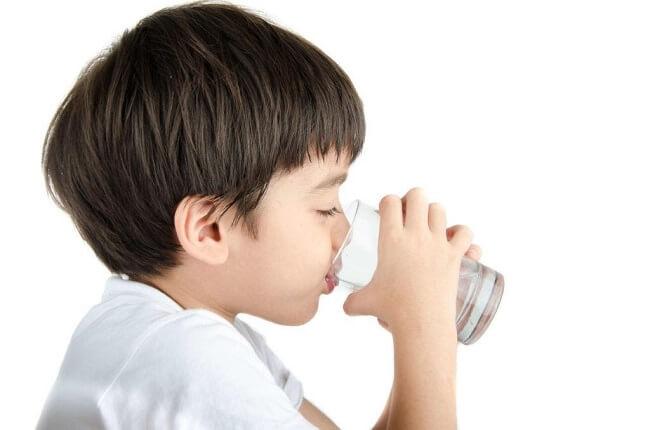 Uống nhiều nước giúp làm loãng chất nhầy