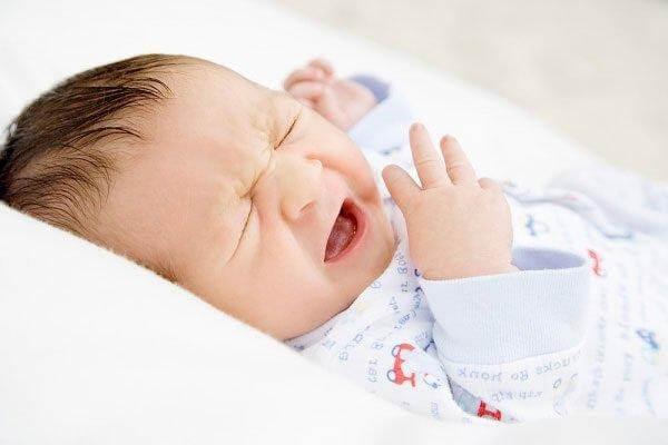 Vì sao trẻ sơ sinh bi ngạt mũi?
