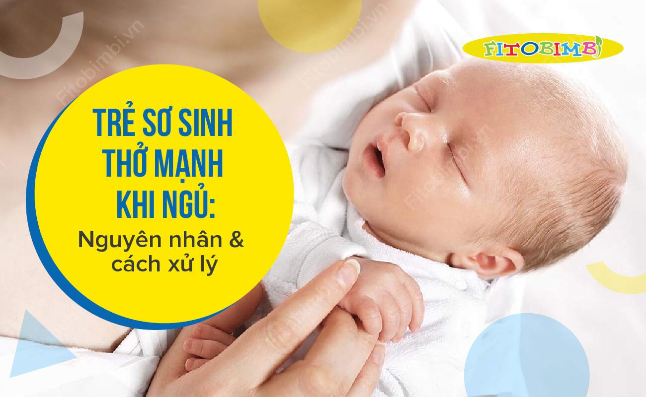 trẻ sơ sinh thở mạnh khi ngủ