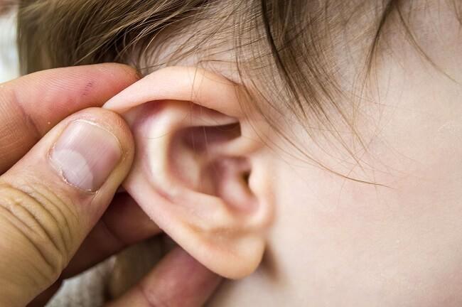 Vì sao bé bị viêm tai ngoài?