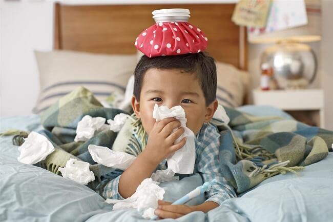 Trẻ bị cảm lạnh có nguy cơ gây đau tai