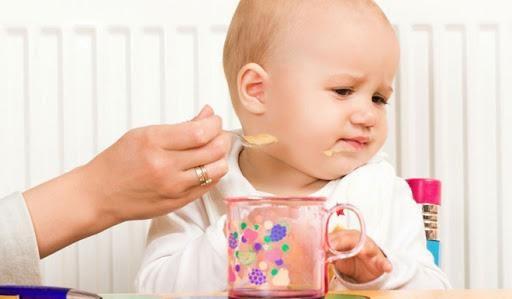 Trẻ 1-2 tuổi biếng ăn có sao không?