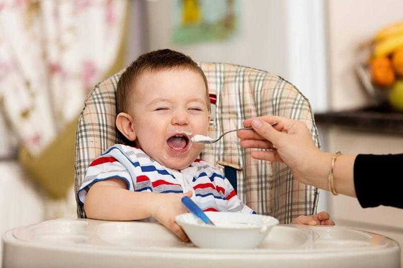 Chăm sóc dinh dưỡng cho trẻ từ 6 tháng - 1 tuổi
