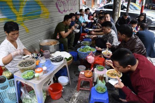 Hạn chế ăn các thực phẩm không đảm bảo vệ sinh, đồ ăn vỉa hè…