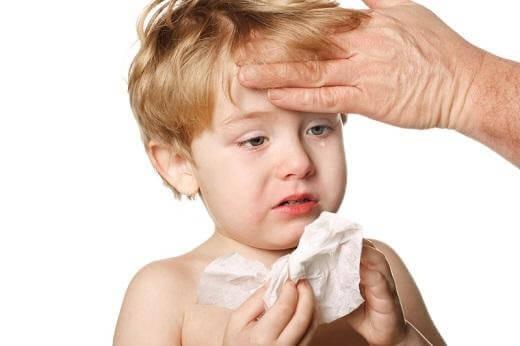 Thường xuyên sổ mũi là dấu hiệu điển hình của viêm xoang ở trẻ