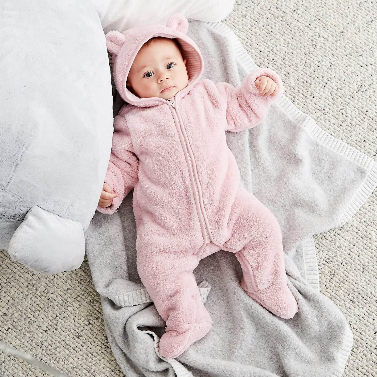 Trẻ sơ sinh 1 tuần tuổi cần được giữ ấm