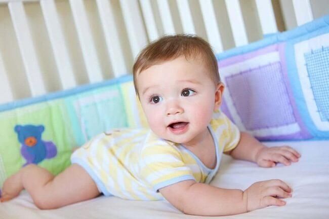 Các chỉ số phát triển của bé 2 tháng tuổi bố mẹ cần nắm