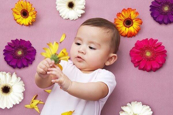 Phát triển về nhận thức ở trẻ sơ sinh 2 tháng tuổi