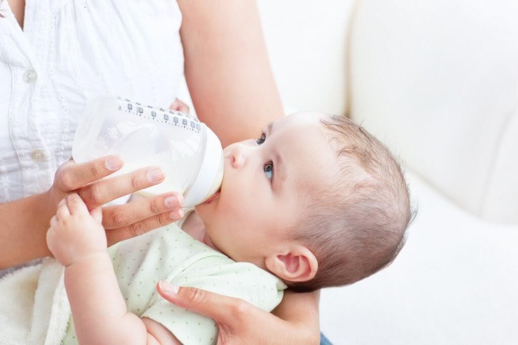 Phát triển về hoạt động ở trẻ 2 tháng tuổi