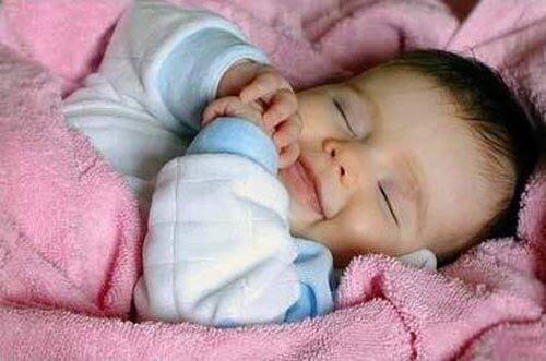 Chăm sóc cơ thể trẻ sơ sinh 1 tháng tuổi
