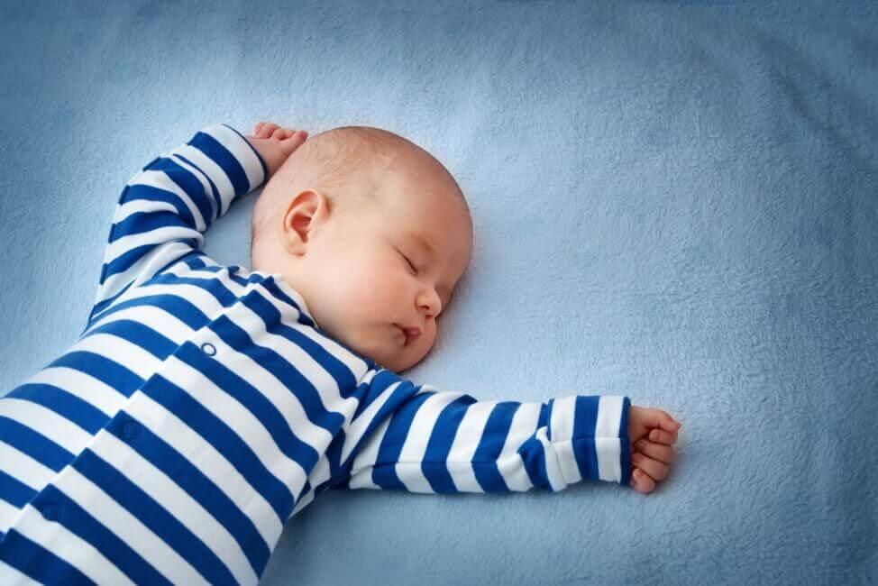 Chăm sóc giấc ngủ cho trẻ 8 tháng tuổi