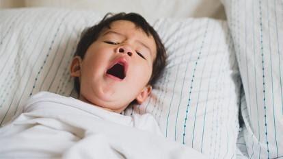 Trẻ thiếu vitamin B thường mệt mỏi, xanh xao, yếu cơ, rối loạn tiêu hóa