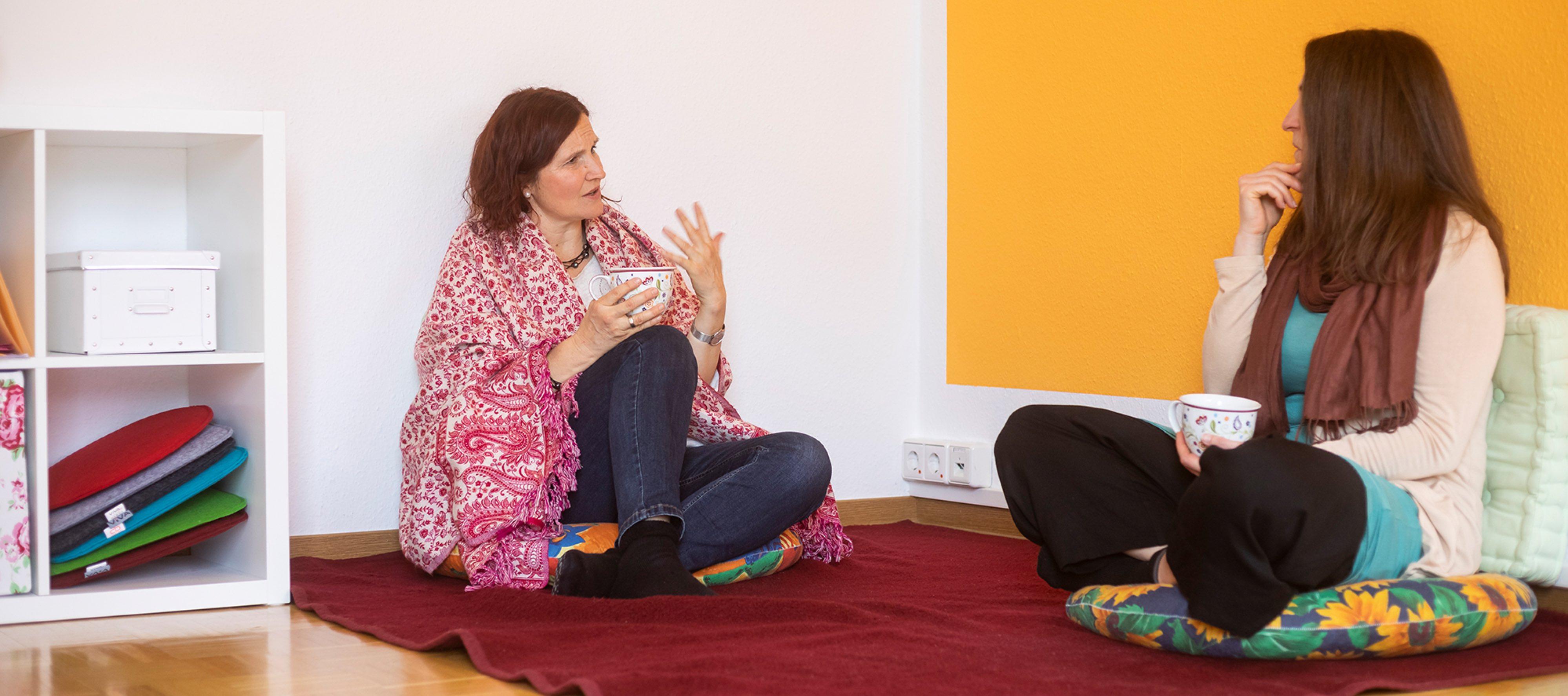 im Gespraech mit Klientin in der Praxis für Psychotherapie