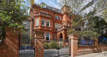 Picture of outside of St Marys School in Hampstead