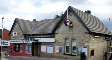 Entrance for Totteridge and Whetstone underground tube station.